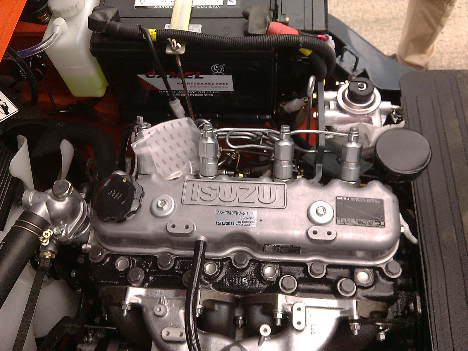 Động cơ Isuz C240 lắp trên xe Heli 3 tấn
